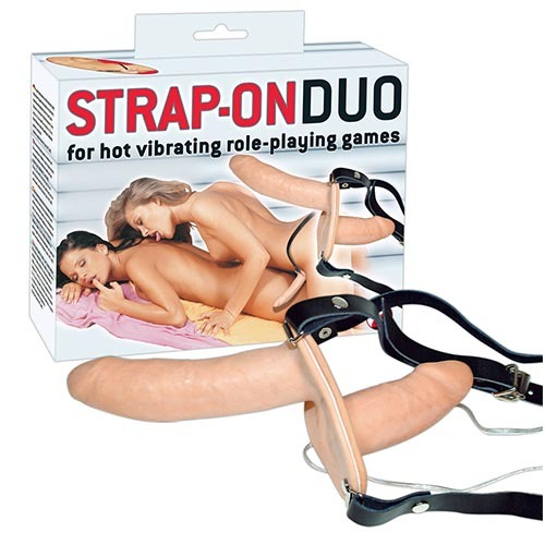 Doppio strap on vibrante strap-on duo